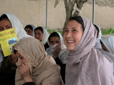 Skänk ett ord till flickor i Afghanistan - på ...