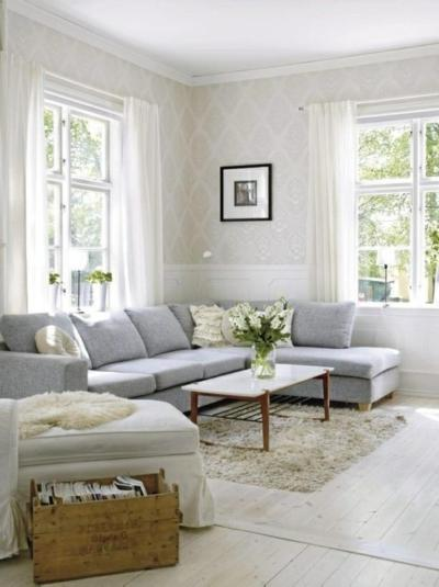 30 Elegant and Chic Living Rooms with Damask Wallpaper - Rilane