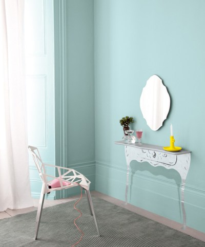 Wallpaper vs paint: variety, durability, cost & use in different rooms