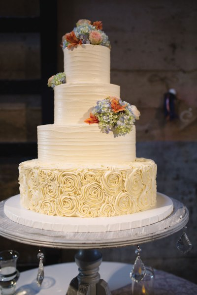Great Winter Wedding Cake Ideas For You and Your Partner ...