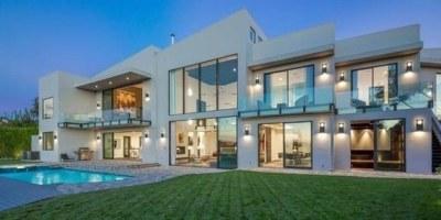 John Legend and Chrissy Teigen Buy Rihanna's Former Home in Beverly Hills (PHOTOS) | HuffPost