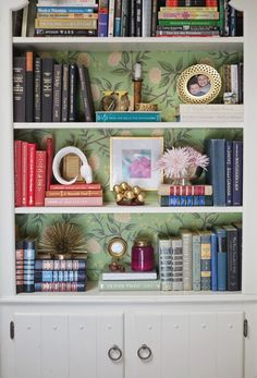 1000+ ideas about Wallpaper Bookshelf on Pinterest | Diy Wallpaper, Bookshelves and Neutral ...