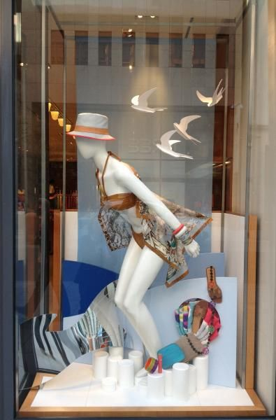 1000+ ideas about Mannequin Display on Pinterest | Window ...