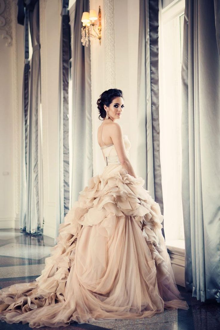 wedding gowns name brand wedding dresses I can t believe that after not caring about brand names my whole life my Vera Wang Wedding DressesVera