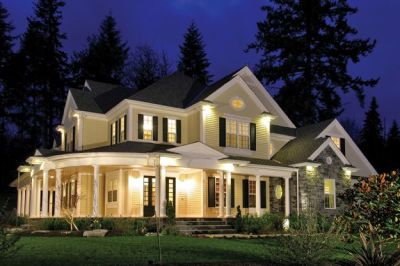Spacious, modern Farmhouse style home with large ...