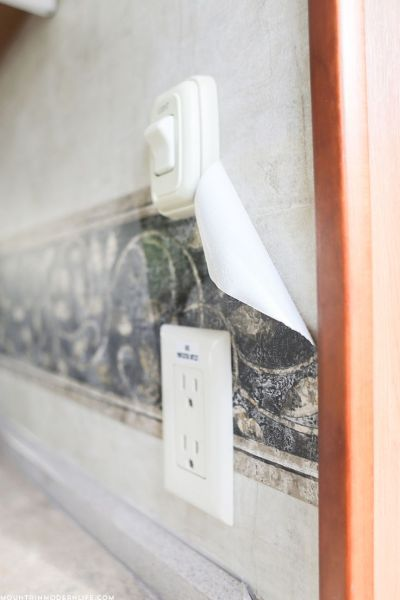 Ready to remove the outdated wallpaper border in your RV?