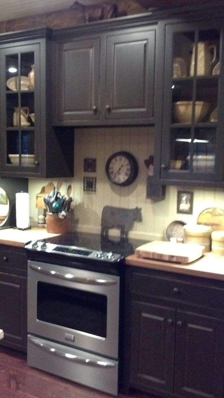primitive kitchens colonial kitchen sink I really like the look and color of these kitchen cabinets I like the glass front doors too