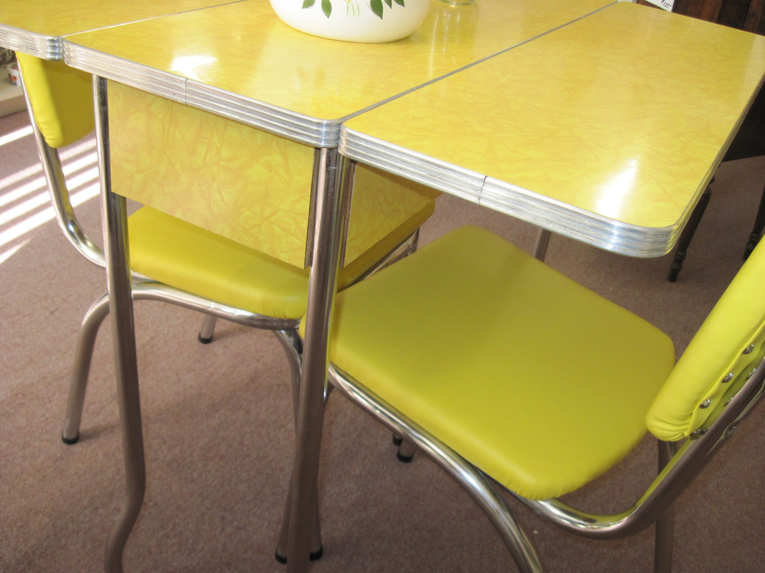 vintage kitchen tables retro drop leaf kitchen tables and chairs Yellow s Cracked Ice Formica Table