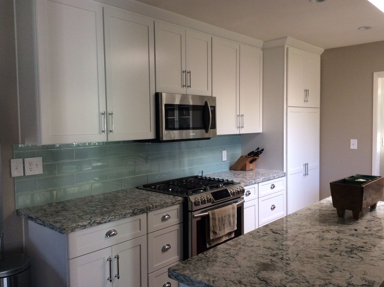 diamond kitchen cabinets Cambria praa sands white shaker diamond cabinets tilebar sea foam glass backsplash stainless