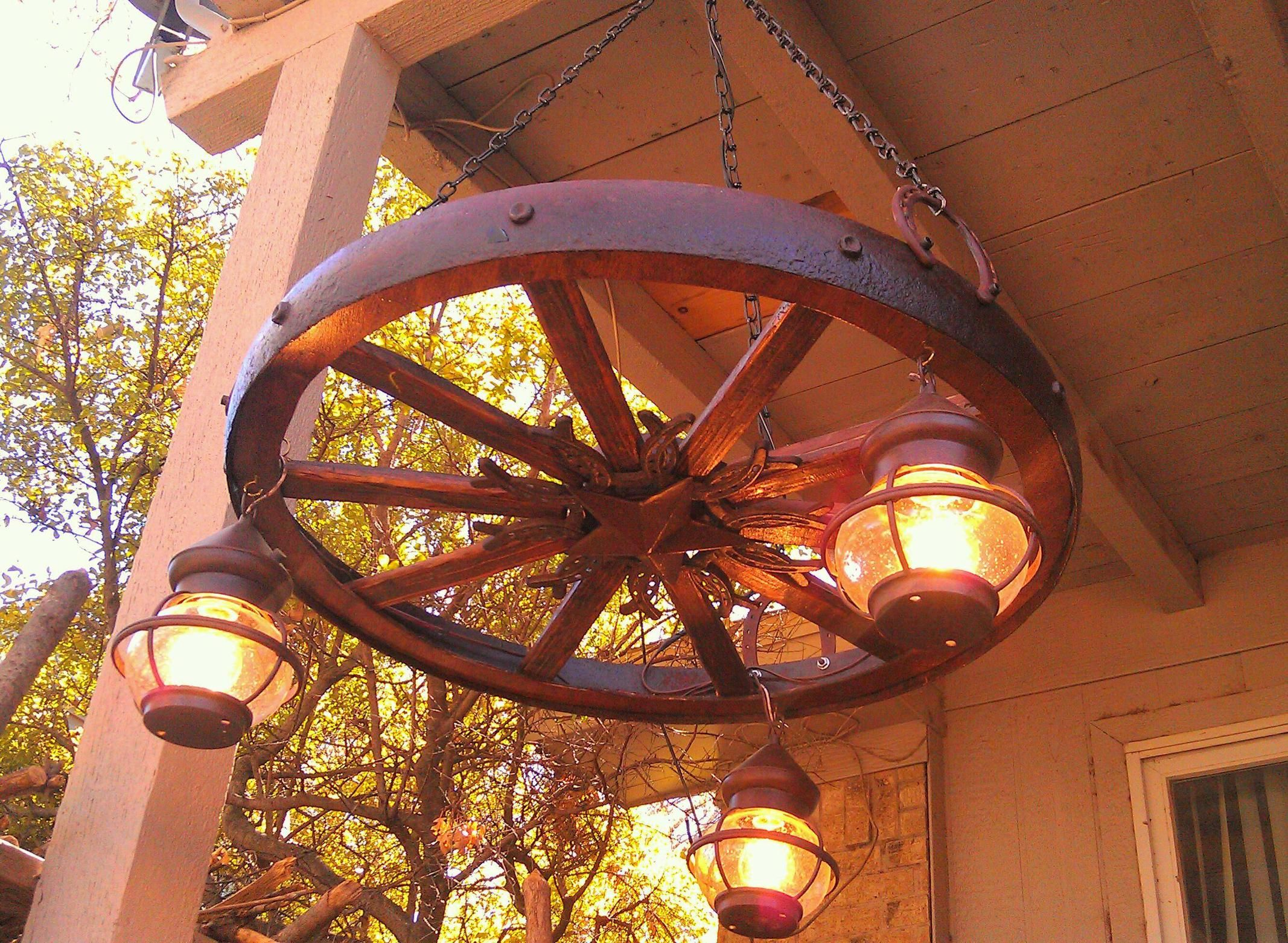 kitchen table chandelier Antique style wooden wagon wheel chandelier with vintage lantern lamps