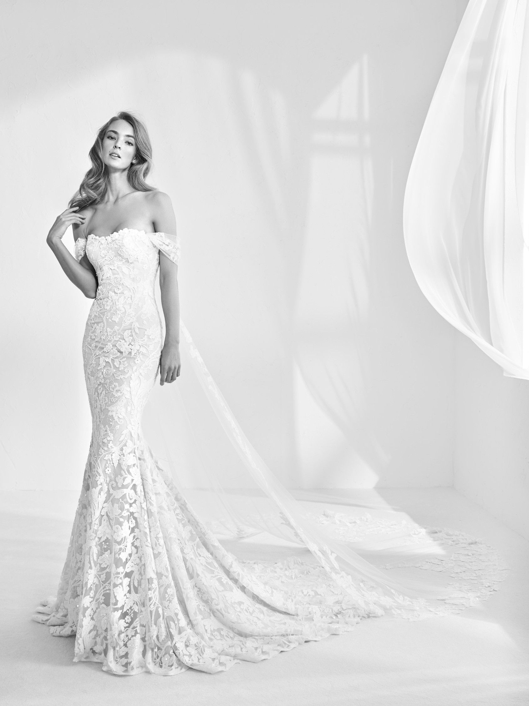 mermaid style wedding dress Mermaid style wedding dress with gemstones Rani