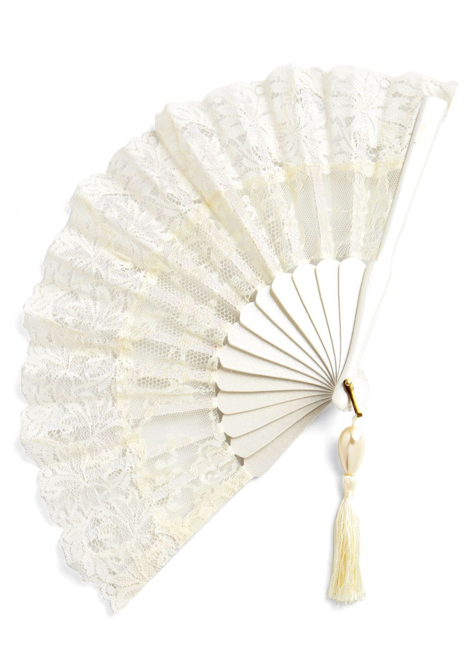 wedding fans Carry a fan instead of a bouquet Or have all your bridesmaids hold them