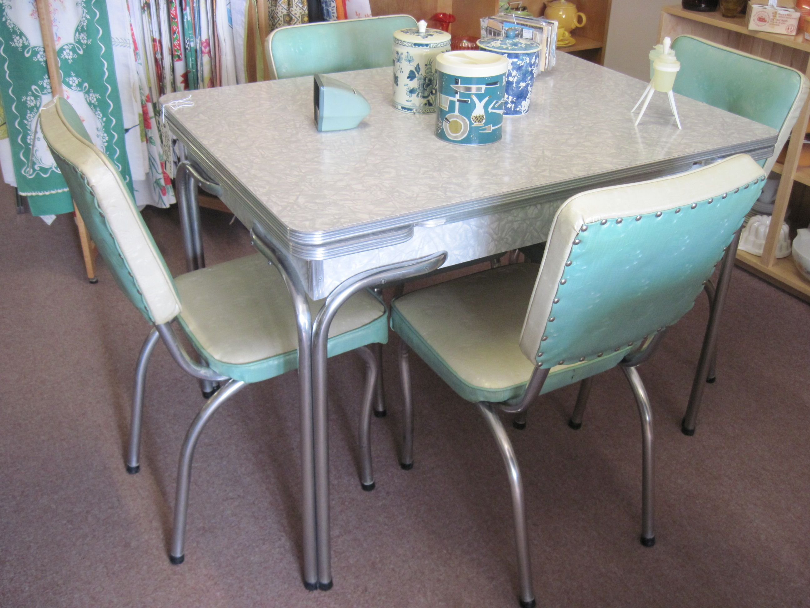 dinette sets retro kitchen chairs Popular Cheap Vintage Dining Room Set New Interior Design Concept Retro Sets Antique With White Table And Chairs Also Soft Blue Backrest With Glass Dining