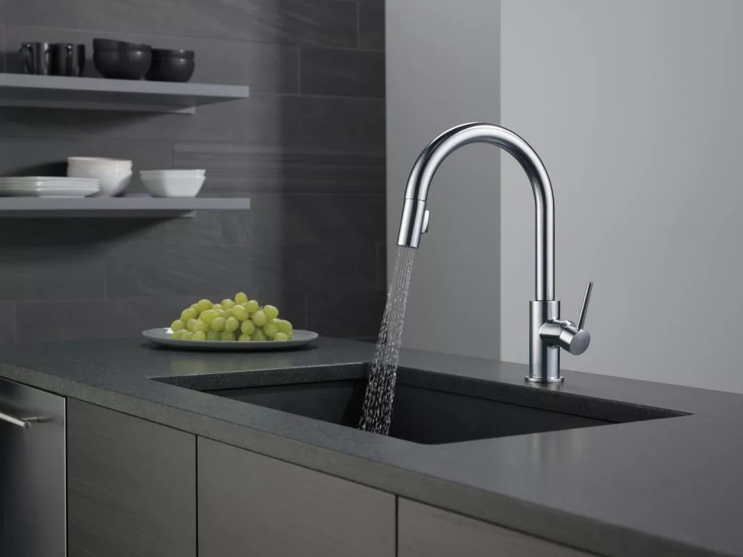 delta 9159 dst running faucet in spray mode in arctic stainless 57