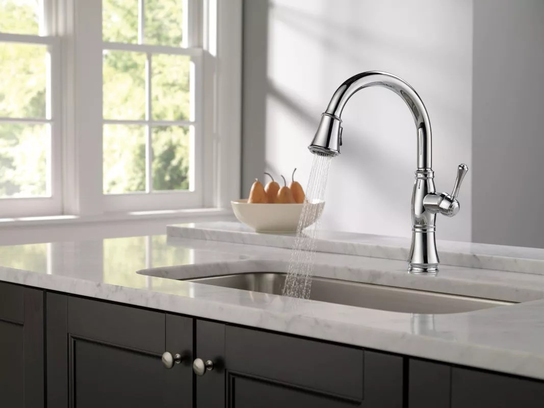delta 9197 dst running faucet in spray mode in chrome 119