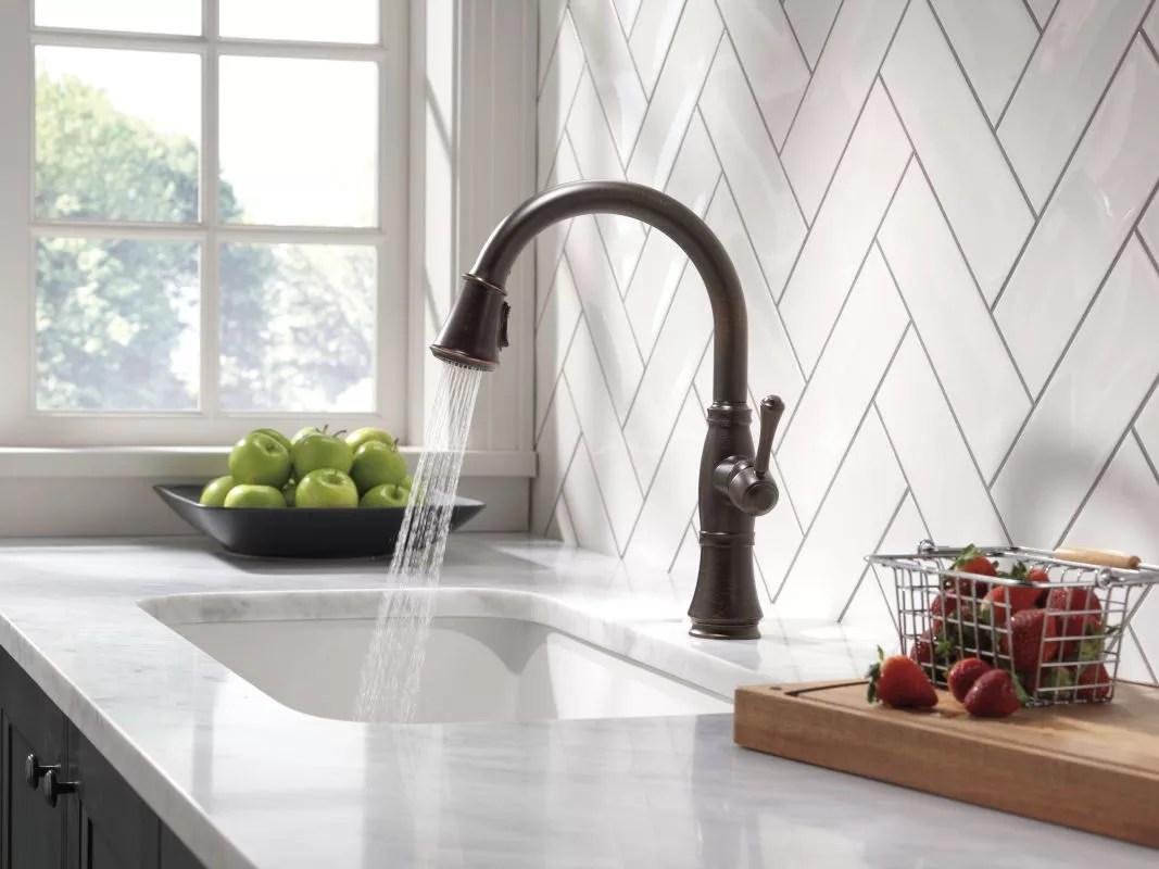 delta 9197 dst running faucet in spray mode in venetian bronze 122