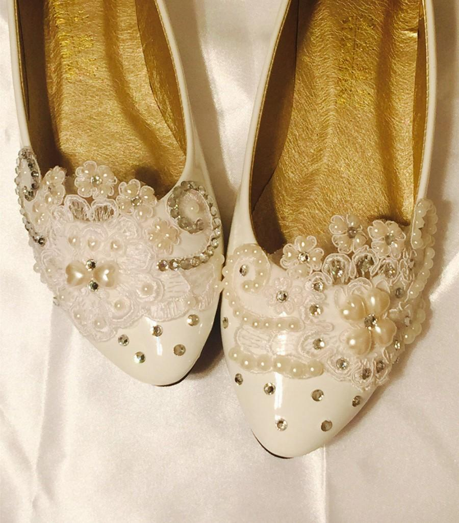 needed comfortable and wide width yet cute bridal shoes please help comfortable wedding shoes NEEDED Comfortable and Wide Width yet CUTE BRIDAL SHOES Please help