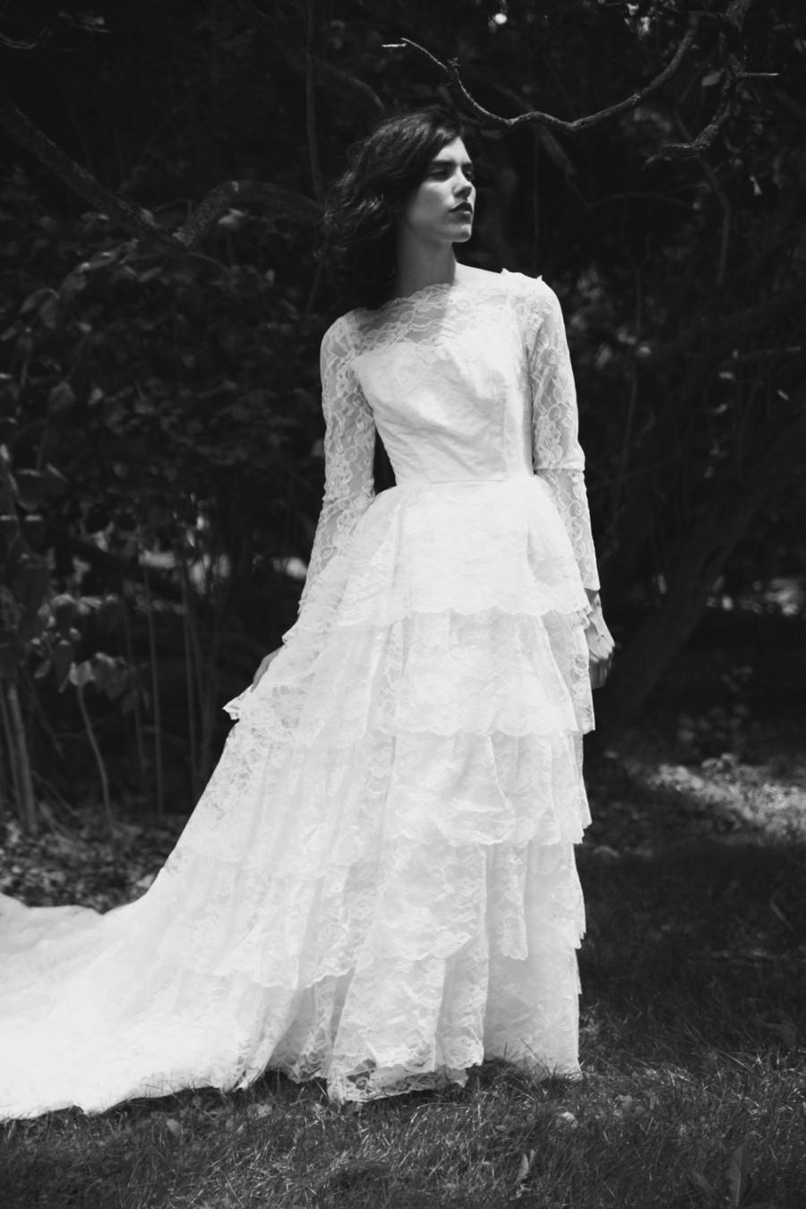 vintage wedding dresses lace vintage wedding dress Lace Vintage Wedding Dress Spaghetti Strap Wedding Dress