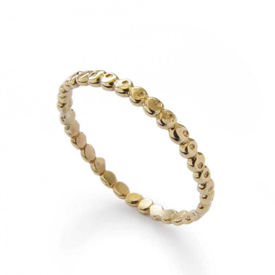 dainty fragile plain simple dainty wedding bands These words generally do NOT describe my wedding band Need a refresher