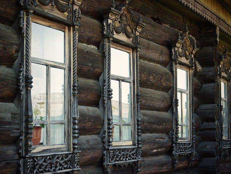 за окнами подглядеть