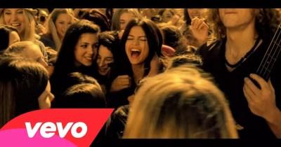 Selena Gomez & The Scene - Who Says (video ufficiale e testo) | AllSongs