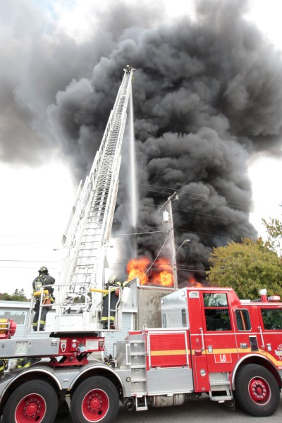More than 100 firefighters battle blaze in Fremont | The Today File | Seattle Times