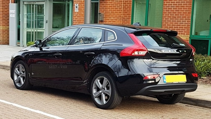 Volvo V40 in Leatherhead Surrey   CompuCars Vehicle Image