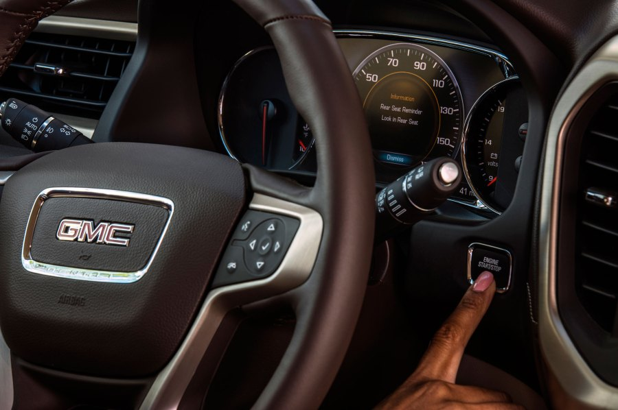 7 Things You Need to Know About The 2017 GMC Acadia 34 134