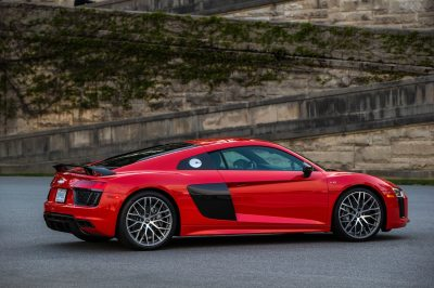2017 Audi R8 V10 First Drive Review: Running in the Shadows - Motor Trend