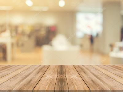 Houten plank lege tabel wazig achtergrond. Perspectief bruin hout meer dan vervagen in warenhuis ...