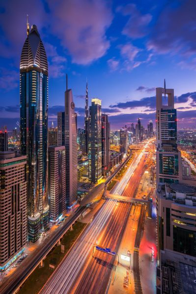 Night-Time Dubai Looks Like It Came Straight From A Sci-Fi Movie | Bored Panda