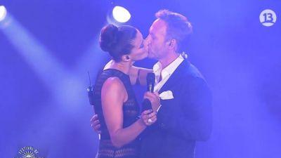 Tonka sorprende en Festival de Las Condes: beso y transparencia | Tele 13