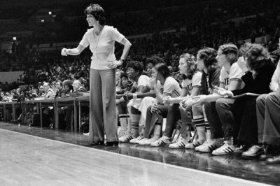 Queens and Immaculata Played in First Women's Basketball Game at Madison Square Garden in 1975 ...