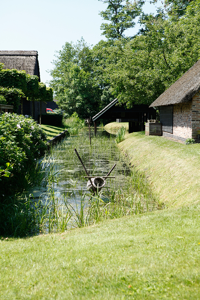 Best Things To Do In Giethoorn Netherlands featured by top US travel blog, Tea Cups & Tulips: image of Giethoorn, Netherlands