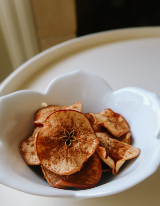 Crunchy baked apple chips