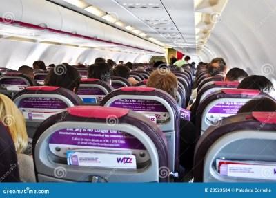 All'interno Di Un WizzAir Piano Immagine Stock Editoriale - Immagine: 23523584