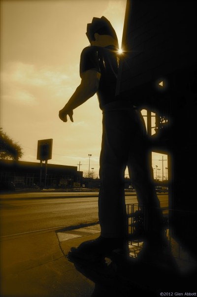 Roadside Attractions - Massive Muffler Man Monument in Metairie, LA - The Travelin' Gringo