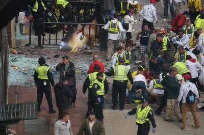 File:Boston Marathon explosions (8652954673).jpg - Wikimedia Commons