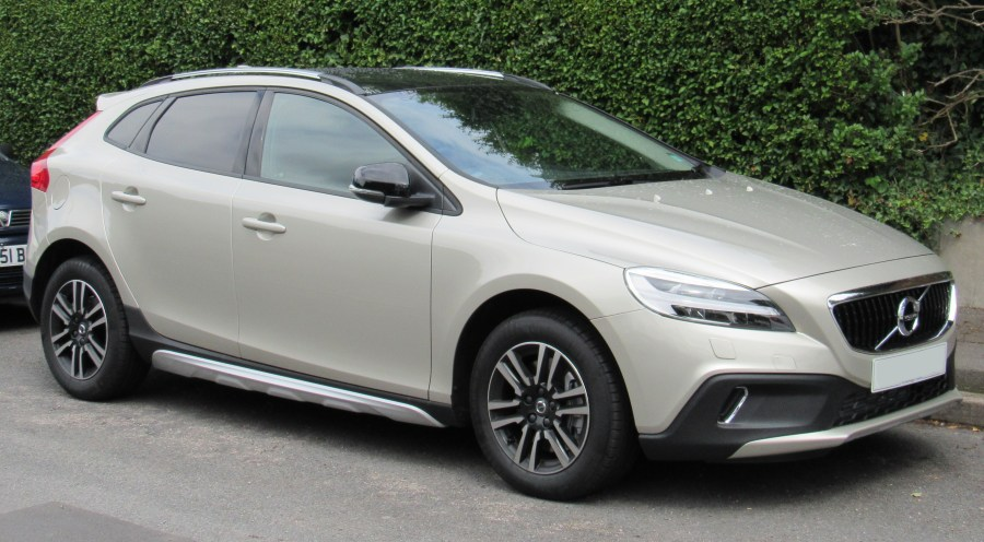 Volvo V40  P1    Wikipedia Volvo V40 Cross Country  UK  facelift