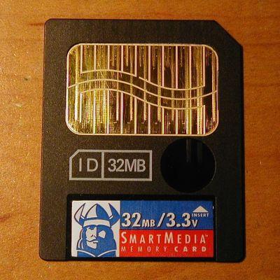 File:Smartmedia card closeup.jpg - Wikimedia Commons