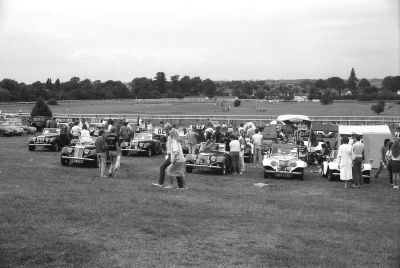 File:Gentry (MG Replica) kit cars at Sandown Park Racecourse, mid 1980s.jpg - Wikimedia Commons