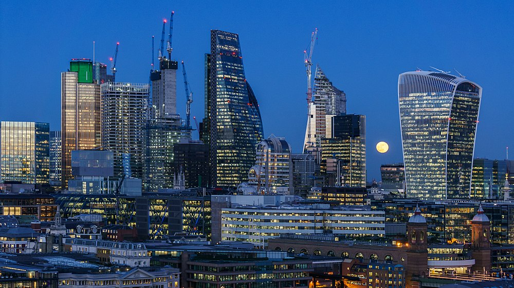 London   Wikipedia Supermoon over the City of London viewed from Tate Modern in January 2018