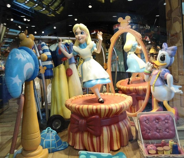 Image Disney Store Window Alice in Wonderland With Daisy Duck