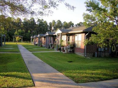 Camelot Pines Apartments | Housing Properties | Volunteers of America