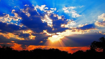 Rays of Setting Sun Shining Through Clouds | SUNSET