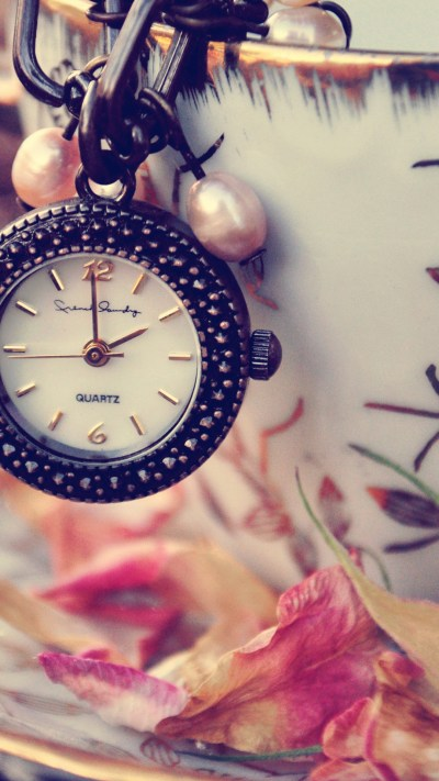Girly Clock iPhone Wallpaper HD