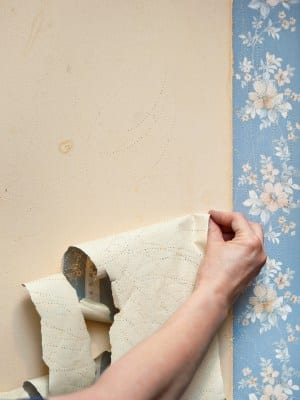 How to Remove Old Wallpaper | ApartmentGuide.com