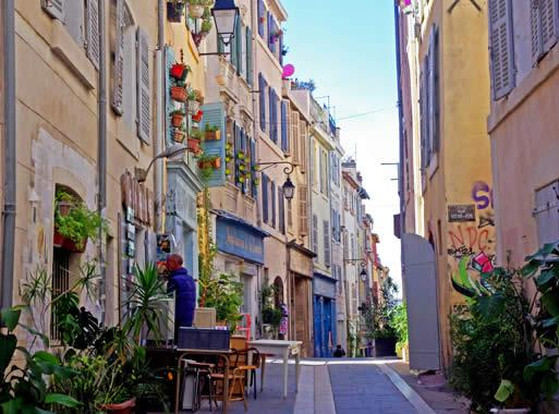 Tourism in Marseille  visit Marseille  City of art and culture and     On that right bank you will find the neighbourhood of Le Panier  the oldest  quarter of Marseille  It was here  to the north of the port  that the  Greeks