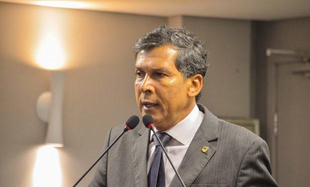 """""""Assunto fora da pauta"""" diz líder do governo evitando estender discussão acerca de crise no PSB"""