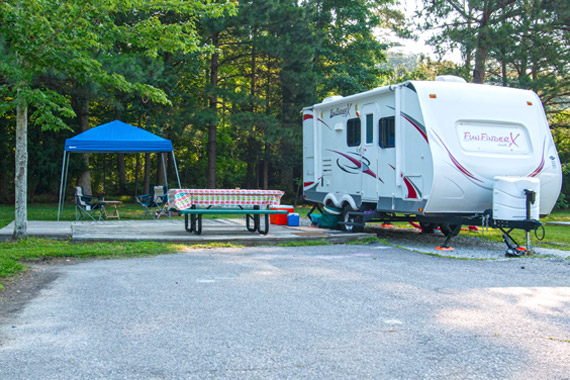 Campsite Amenities   Holiday Trav L Park Sites with Cable